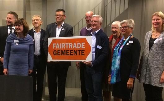 overhandiging eerste bord fairtrade gemeente